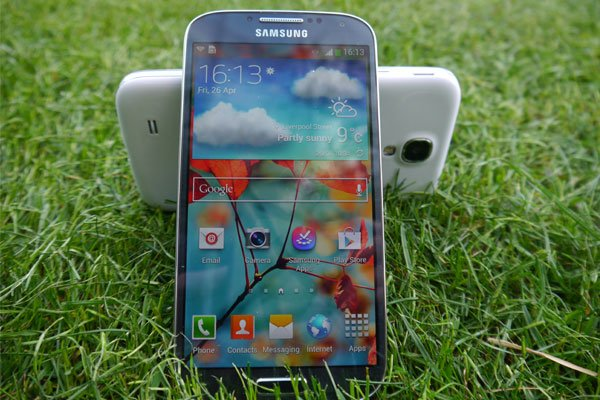 galaxy s4 colors New Galaxy S4: 5 reasons why Samsungs HD powerhouse is the best S ever